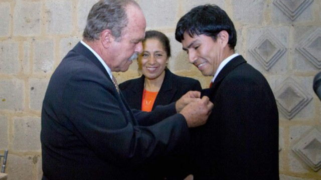 "ALAC ENTREGO BECA INTERNACIONAL ""ALBERTO BENAVIDES DE LA QUINTANA"""