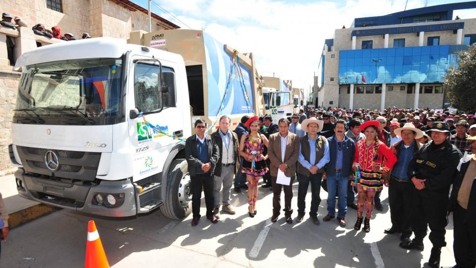 ANTAPACCAY ESPINAR: ENTREGAN TRACTORES AGRICOLAS CONVENIO MARCO 2015