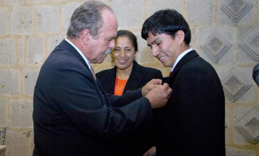ALAC ENTREGO BECA INTERNACIONAL «ALBERTO BENAVIDES DE LA QUINTANA»