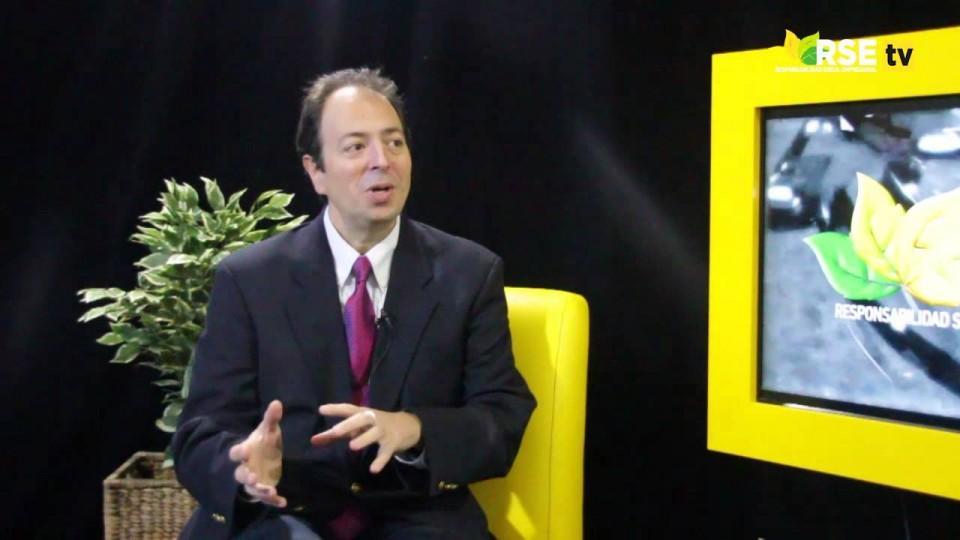 JAVIER FIRPO: SOLUCIONES PARA LA EDUCACIÓN DE INTEL